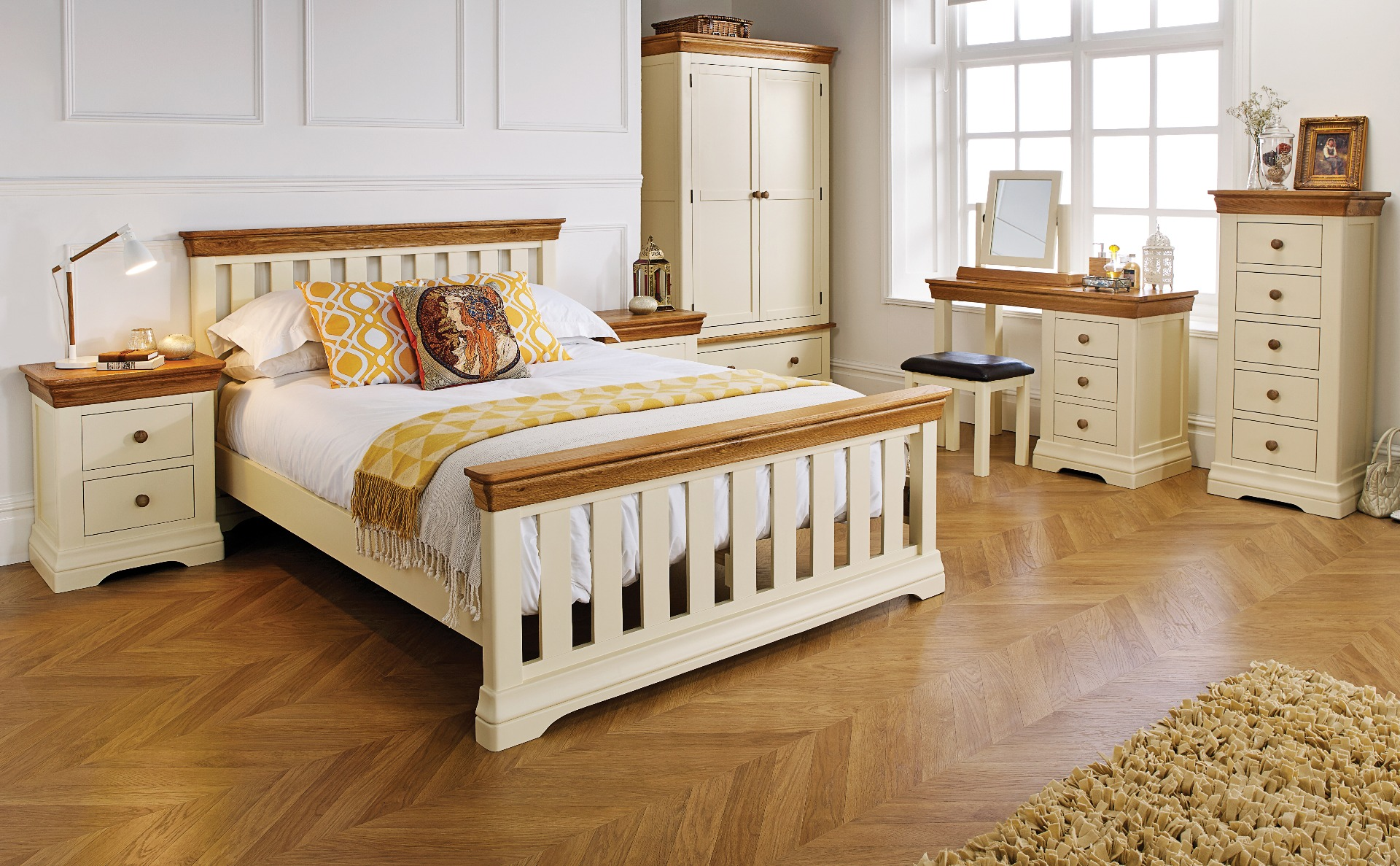 Farmhouse Country Oak Cream Painted 5 Foot King Size Bed