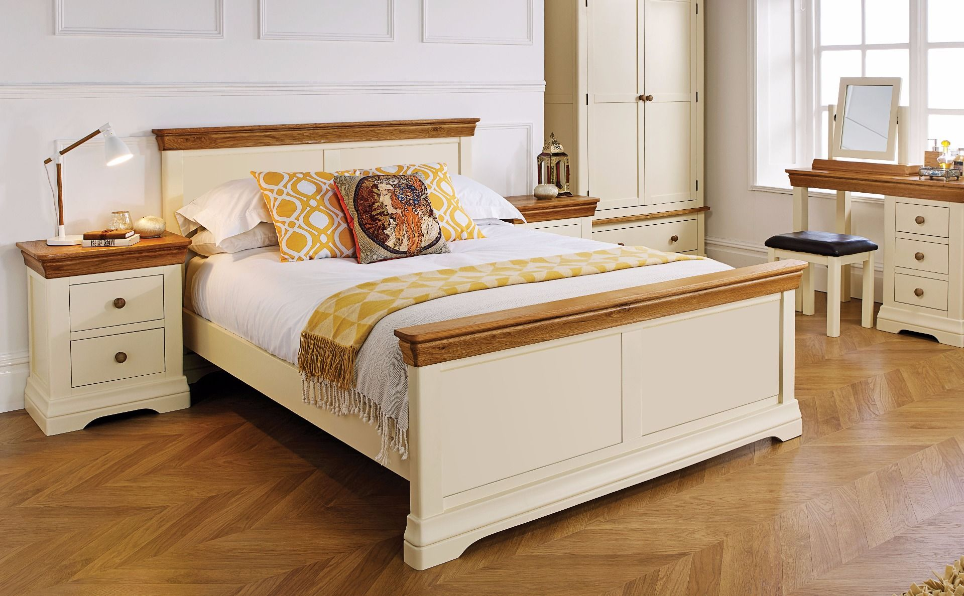 Picture of: Farmhouse Country Oak Cream Painted 5 Foot King Size Bed Free Delivery Top Furniture