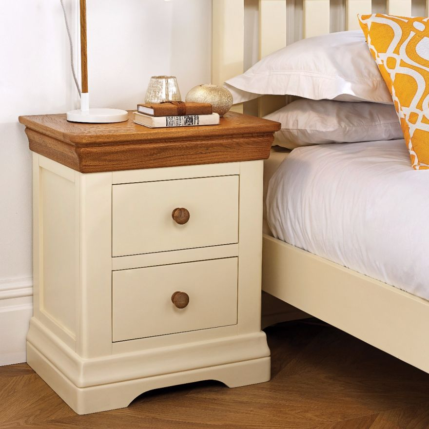 Side Table Opruiming.Farmhouse Country Oak Cream Painted Bedside Table