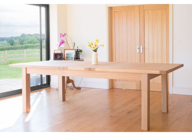 Tallinn 2.9m Large Extending Oak Dining Table - PRICE CRUNCHED