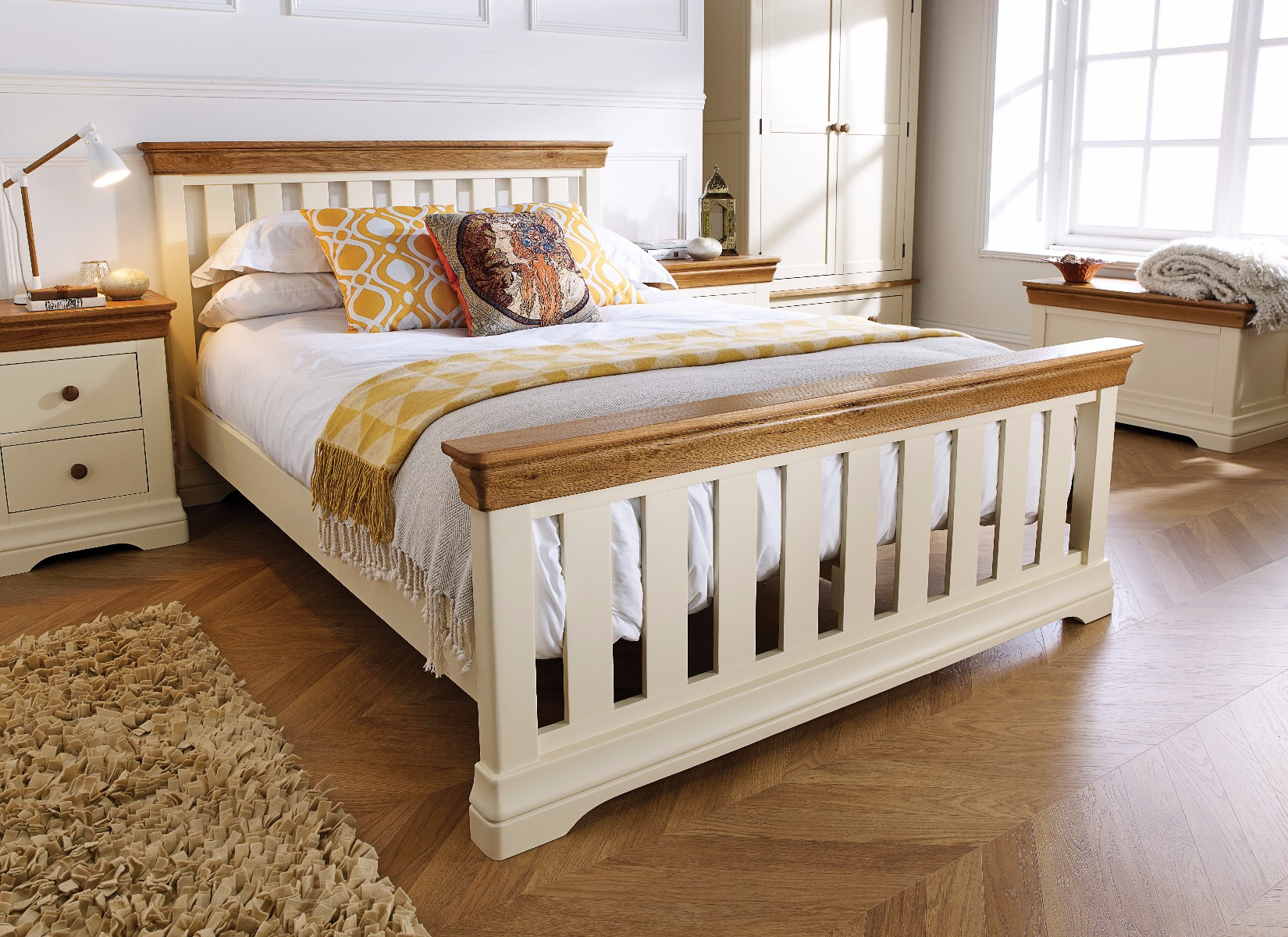 Cream Painted Slatted 5 Foot King Size Oak Bed Free Delivery Top Furniture